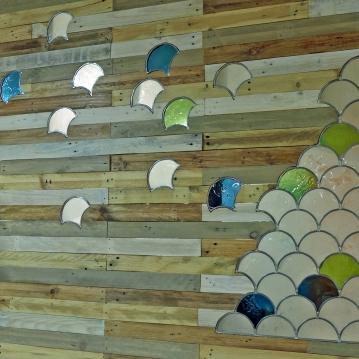 Bois de palettes – vitrail 210 x 240 cm